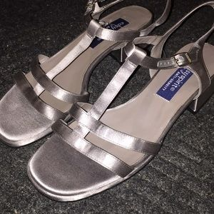 Easy Spirit Shoes - 9W Strappy Silver Sandals